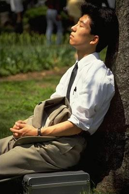 Japanese salarymen are expected to show devotion to the company by working long hours, often six days a week. So, a sunny lunch hour provides a welcome opportunity for a little R&R.