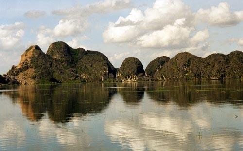 Kemh Ga River, near Ninh Binh, Vietnam
