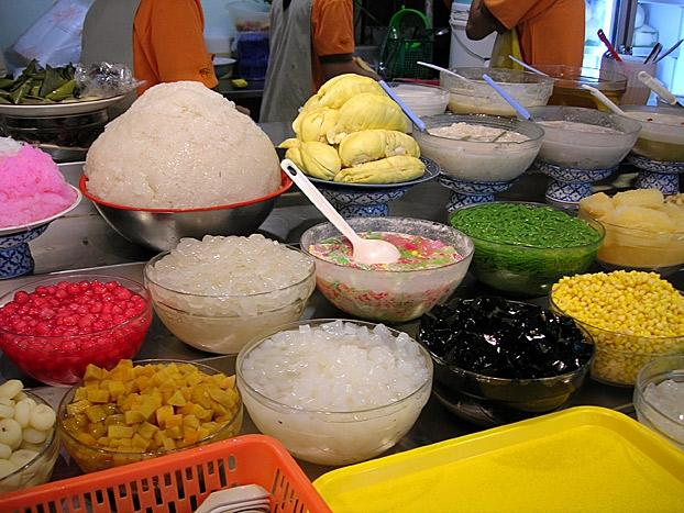 A stall with a variety of Thai dessert at MBK food court.