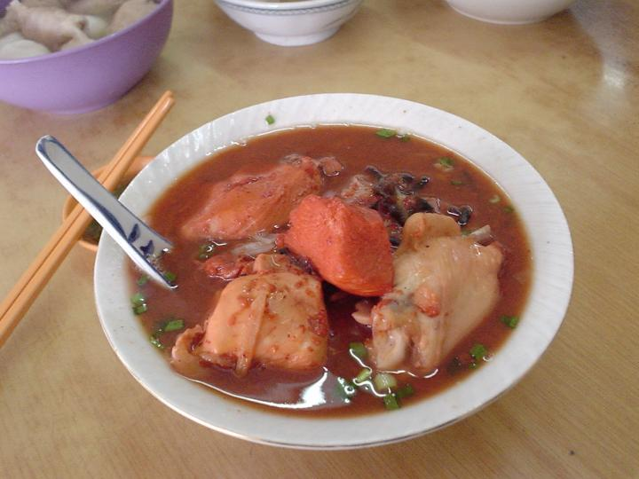 A bowl of Foochow red wine noodles