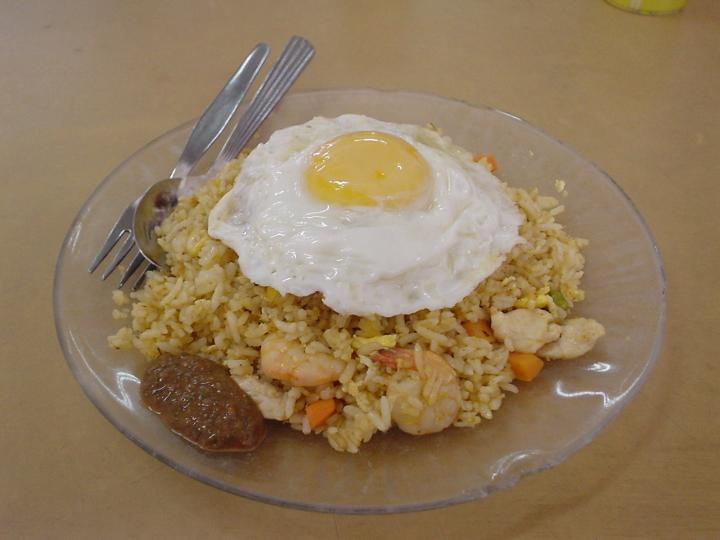 Tom yam fried rice with egg