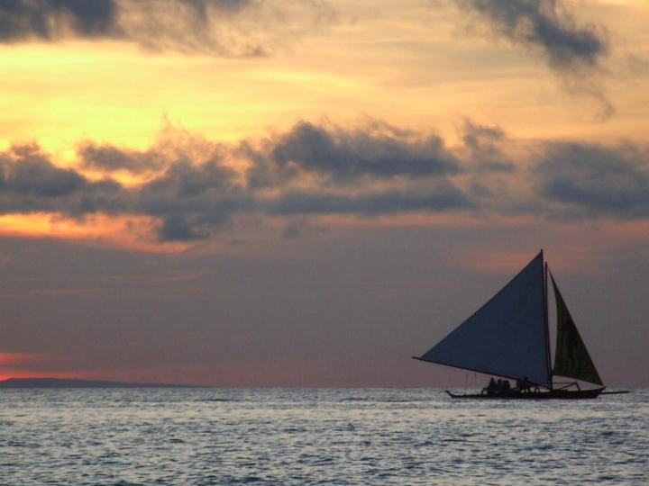 An unforgetable experience sailing during sunset in Boracay, the Philippines