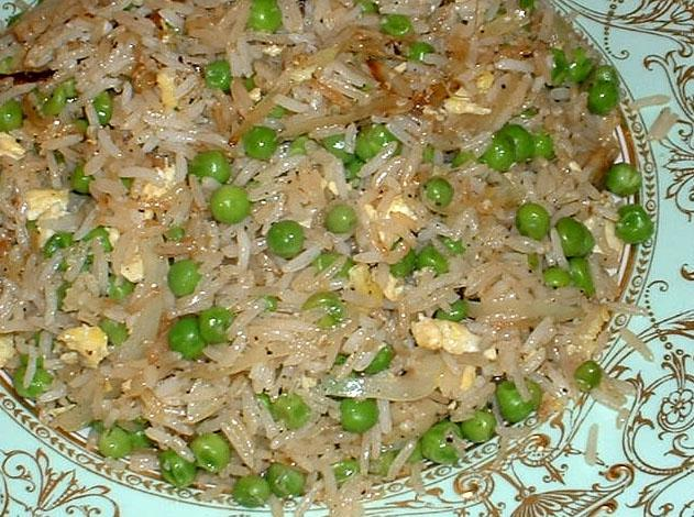 Philippines food: Sinangag or Eggs and Peas Fried Rice