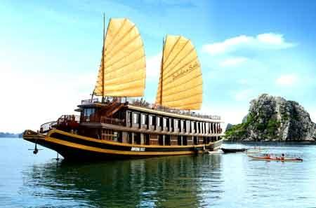 Discover Halong bay on Indochina Sails