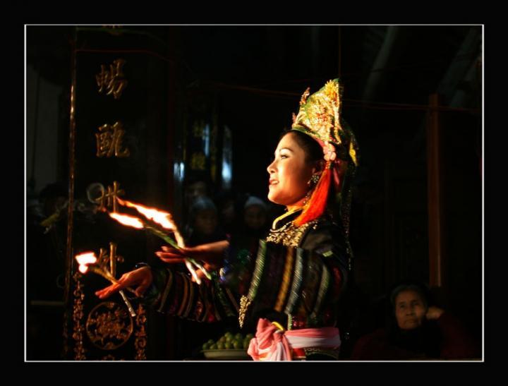 Len Dong Dance Ceremony