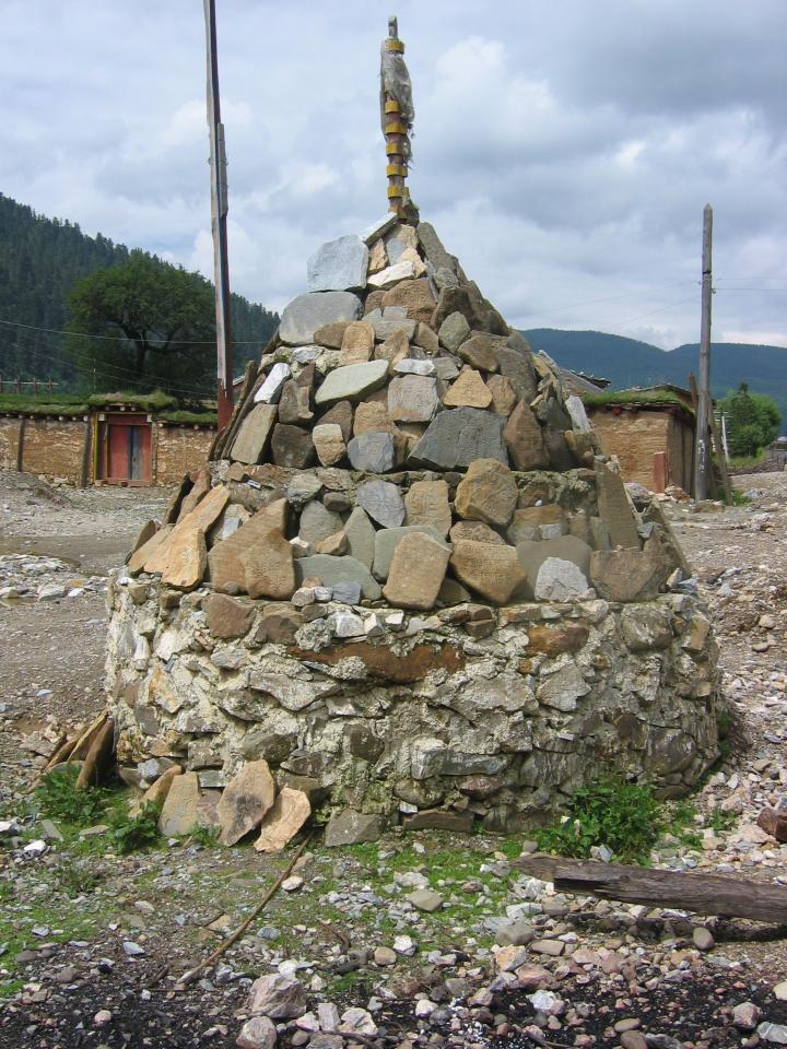 A memorial stupa in Zhongdiang