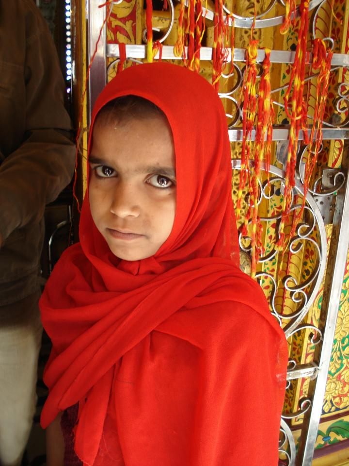 A young pilgrim at the Dargah.