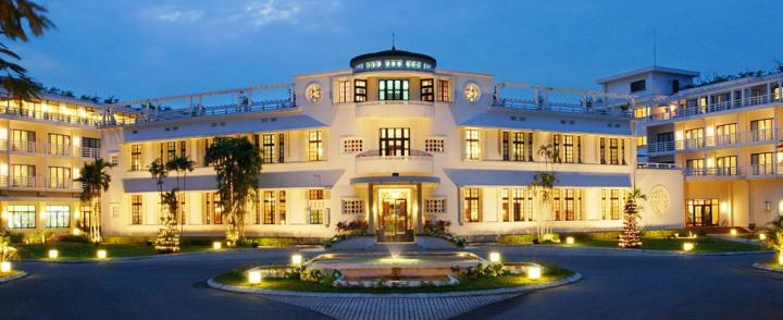 La Residence. Front view of the hotel (courtesy of La Residence and Spa)