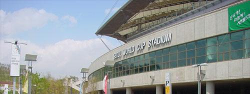 Located in Sangam-dong, Mapo-gu, Seoul, Korea, the Seoul World Cup Stadium has a total area of 216,712 sq m, with 58,747 m2 of building area and a total floor area of 150,784 sq m. Built in a rectangular shape, the stadium has 1 basement floor and 6 floors altogether. It can accommodate 64,677 seats with 832 VIP seating, 2100 press seating, and 75 6-typed membership rooms with 12-29 seats each. It is located on the 4th tier.