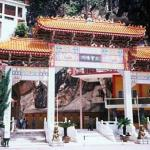 Besides its delicious Cantonese Food, Ipoh is famed for its temples situated inside limestone caves. The popular ones include the Perak Tong Temple, Sam Poh Tong and Nan Thean Thong.