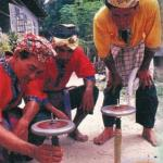 Gasing, or a top, is a form of village hobby favoured by fishermen and farmers in typical Malay villages. The aim is to keep the top spinning for as long as possible. Today, gasings are still played in small villages all over Penisula Malaysia.