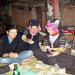 Fete de marriage, c'est aussi l'ocassion des rencontres des jeunes ethniques Lolo noirs a Baolac - Vietnam