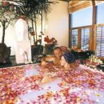 Royal Garden flower blossom bath.