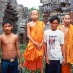 Students and Monks pose at the top of Phnom Banan.