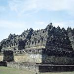 For nearly a millennium, the abandoned complex was heaved by earthquakes, buried in volcanic ash, and reclaimed by the lush jungle vegetation. The temple was virtually unknown by the Dutch during the colonial period in Java.
